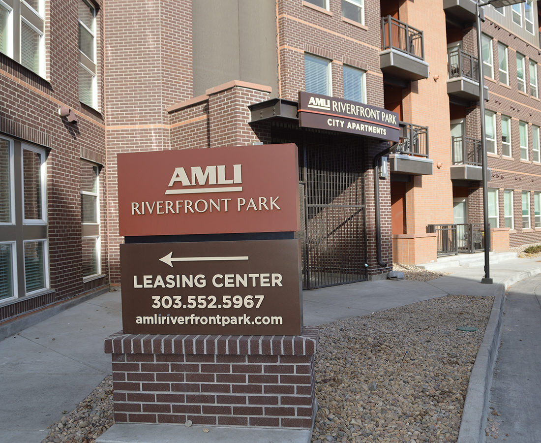 AMLI Riverfront Park monument directional sign