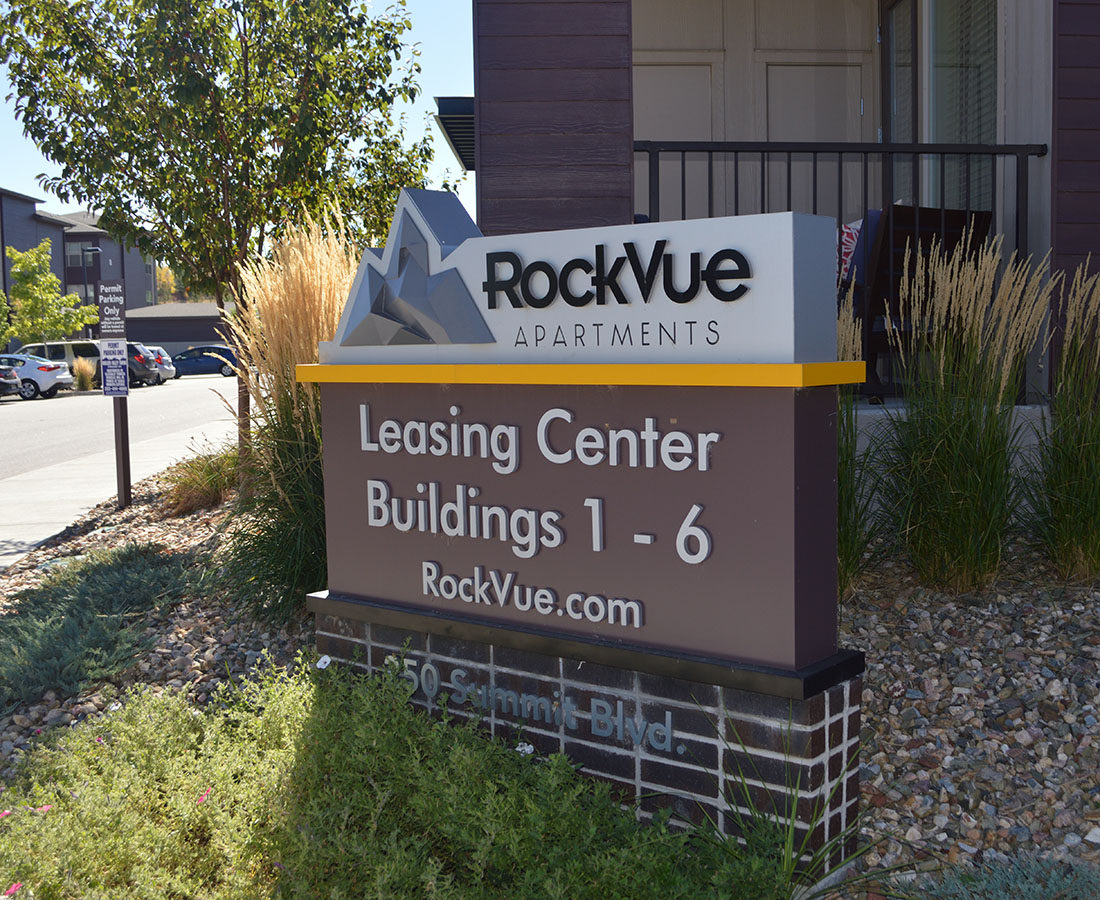 Rockvue Apartments leasing directional monument sign