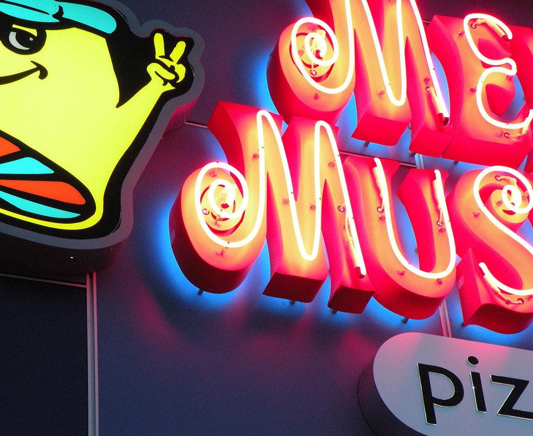 Mellow Mushroom neon signage